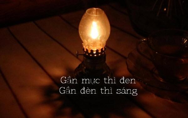 """nghi luan gan muc thi den gan den thi sang - Theo em câu """"Gần mực thì đen, gần đèn thì sáng"""" đúng hay sai?"""