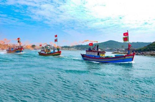 phan tich bai tho doan thuyen danh ca - [Văn mẫu học sinh giỏi] Phân tích bài thơ Đoàn thuyền đánh cá của Huy Cận
