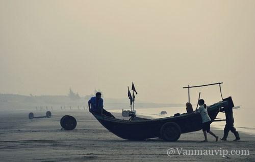 phan tich nhan vat nguoi dan ba hang chai - [Văn mẫu học sinh giỏi] Phân tích nhân vật người đàn bà hàng chài trong tác phẩm Chiếc thuyền ngoài xa của Nguyễn Minh Châu