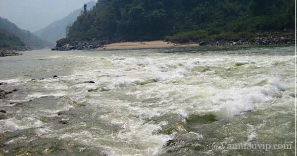 [Văn mẫu học sinh giỏi] Phân tích hình tượng con sông Đà trong tác phẩm Người lái đò sông Đà của Nguyễn Tuân