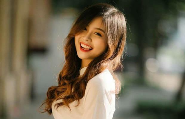 hinh nen hot girl cap 3 mac ao dai cuoi tuoi 1 - Nghị luận xã hội về bệnh thành tích trong giáo dục học tập và thi cử